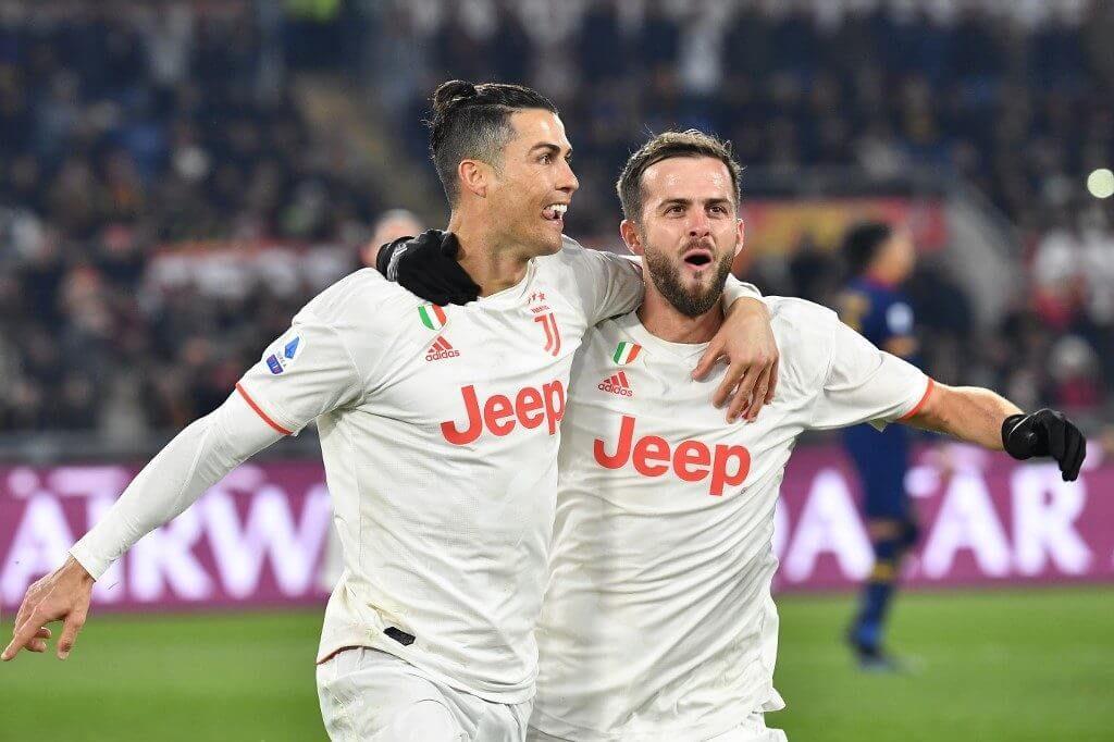 ยูเวนตุส บุกชนะโรมาไปถึง 2-1 ที่สตาดิโอ โอลิมปิโก ทำแต้มแซงอินเตอร์ มิลาน กลับไปยึดจ่าฝูงกัลโช เซเรีย อา ฟุตบอลกัลโช เซเรีย อา อิตาลี