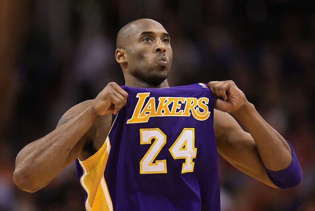 Kobe Bryant ตำนานบาสเก็ตบอลเสียชีวิตระหว่างนั่เครื่องเฮลิคอปเตอร์ตกในเมืองกาลาบาซัสเคลิฟฟอร์เนียพร้อมกับลูกสายวัย 13 ปีด้วย Kobe Baryant