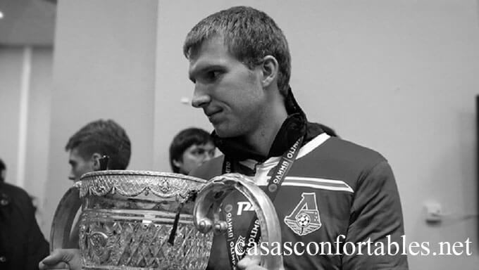 นักเตะเยาวชนของ Lokomotiv Moscow เสียชีวิตด้วยวัย 22 ปีจากอาการหัวใจล้มเหลวที่เกิดขึ้นหลังจากเขาได้ฝึกซ้อมคนเดียวกับที่สโมสรพรีเมียร์รัสเซีย Samokhvalov