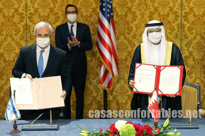 Israel and Bahrain ได้เริ่มลงนามในการสื่อสารร่วมกันเพื่อกระชับความสัมพันธ์ระหว่างการเยือนมานามาของอิสราเอลและสหรัฐเพื่อขยายความ