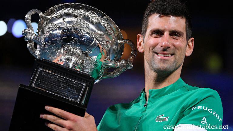 Djokovic wins ต้องต่อสู้กับความไม่แน่นอนมากมายอันเนื่องมาจากการระบาดของโควิด -19 ซึ่งถึงจุดสุดยอดโดยโนวัคยอโควิชยังคงเป็นกอง