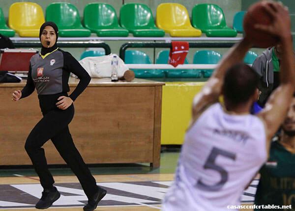 Sarah Gamal เมื่อบาสเก็ตบอล 3 ต่อ 3 เปิดตัวในการแข่งขันกีฬาโอลิมปิกที่โตเกียวผู้ตัดสิน Sarah Gamal จะสร้างความก้าวหน้าเช่นกันในฐานะ